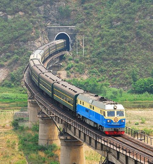 中国珠海到匈牙利塞克什白堡铁路运输价格